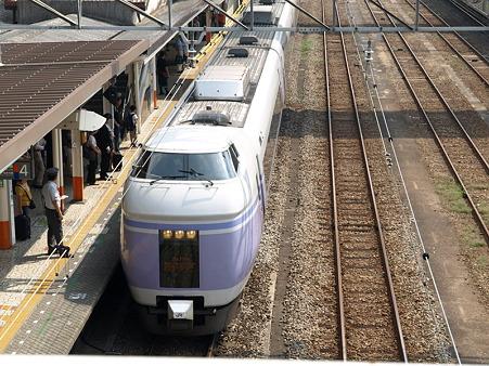 E351系(八王子駅)