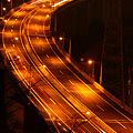 写真: 夜の高速道路