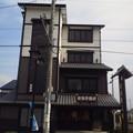 写真: 佐鳴予備校もこのとおり城下町の佇まいに合わせてます。