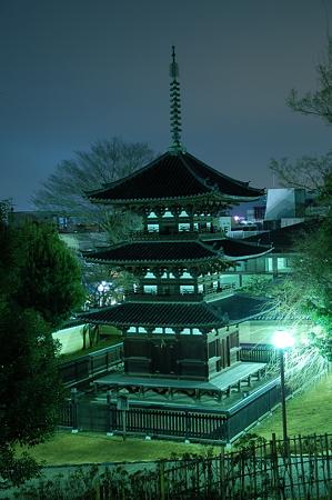 夜明け前の興福寺三重塔
