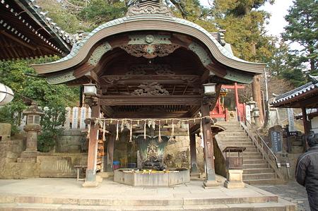 東大寺二月堂前 手水舎