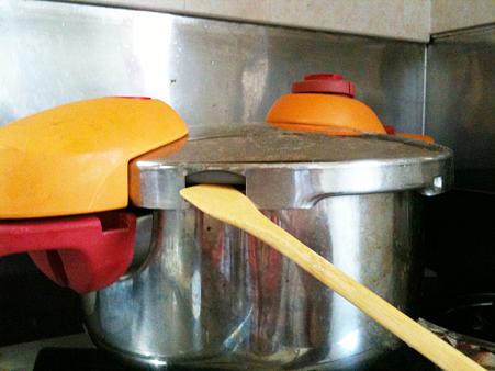 圧力鍋のフタが開かないときは、ゴムパッキンを疑うべし