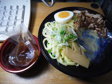 セーブオン 米粉入り冷しつけ麺(魚粉入り) 中身の様子