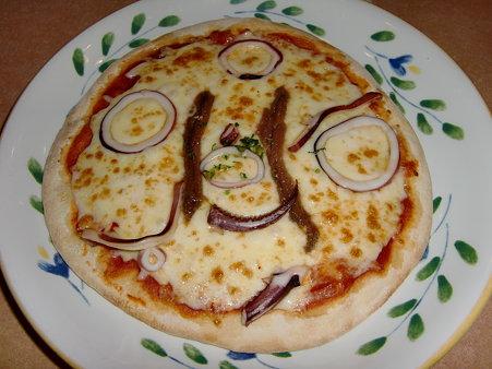マイカとアンチョビのピザ Wチーズ