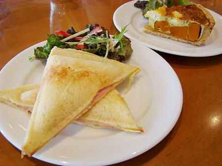 ハムとチーズのホットサンド