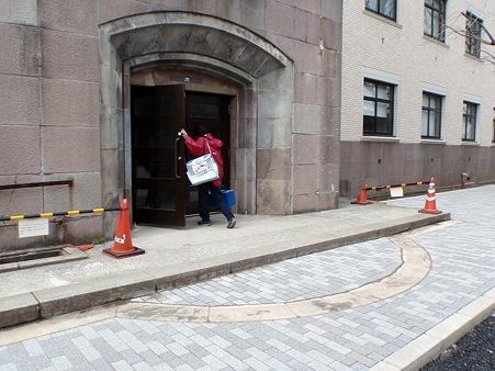 東京工業大学本館 イチョウ通り側入口
