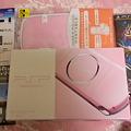 写真: ピンクのPSP買ったのだ(´ω`)モンハンやるぞぉー!!きゃっ☆楽しみ楽...