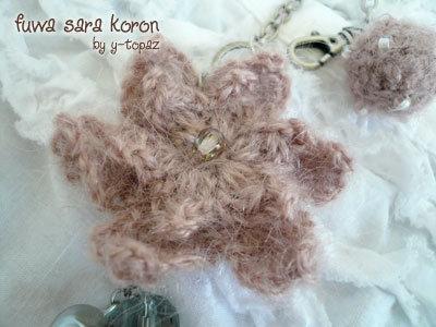 ピンクの花とボールのバッグチャーム2