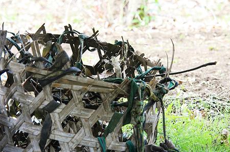 2010.05.15 追分市民の森 農具(背負い籠)