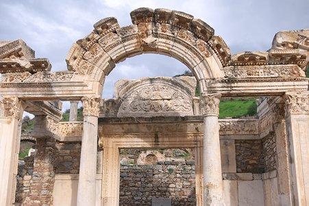 2011.01.23 トルコ 古代都市エフェス ハドリアヌス神殿 2世紀