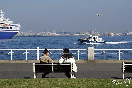 海辺のベンチ・・