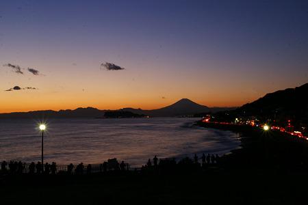 薄明かりの富士山!