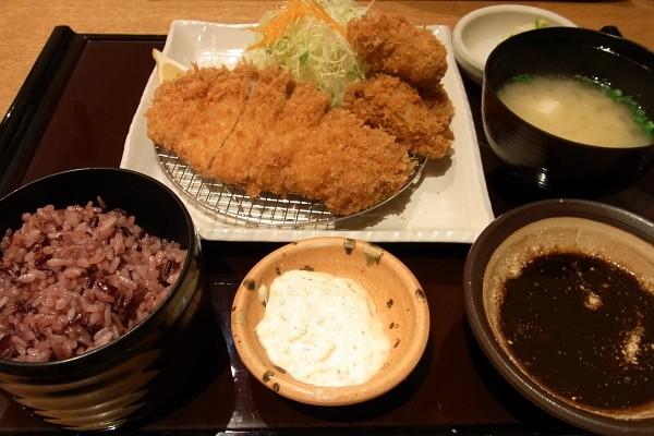 牡蠣フライとロースカツ定食KAT09