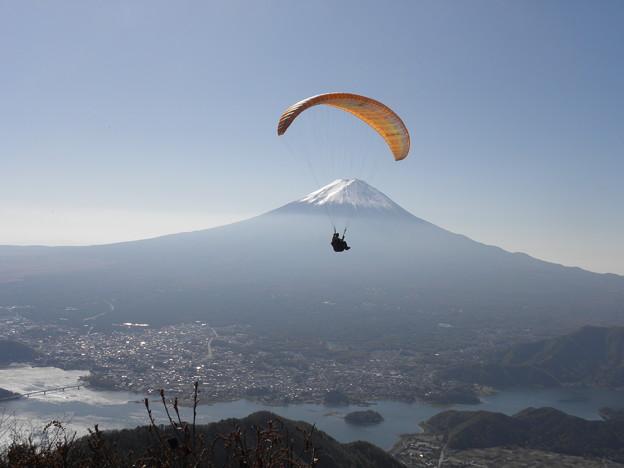 写真: 091106-8富士山とパラグライダー