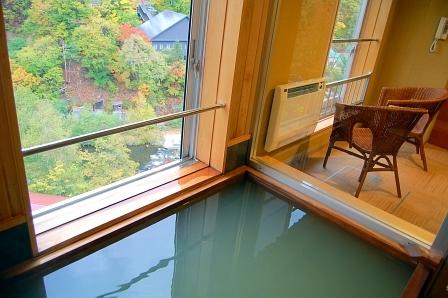 貸切風呂から道新荘を俯瞰できる