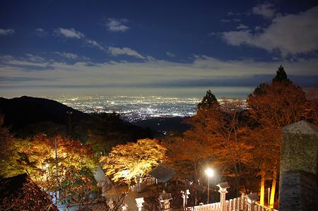 阿夫利神社下社の紅葉と夜景