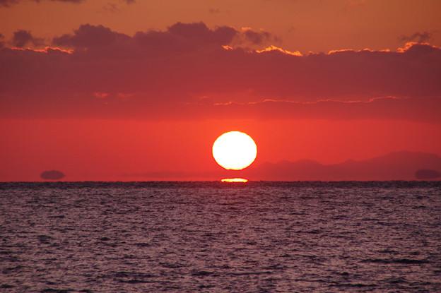 沈む夕陽は浮き島の彼方(2)
