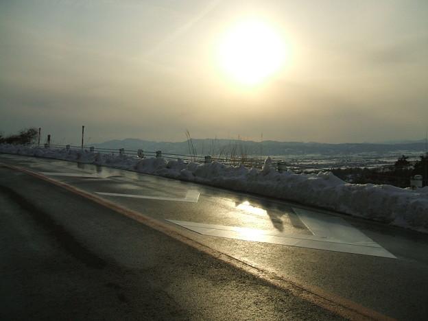 福島県道64号の冬 - 明ル坂 - 日差しと影
