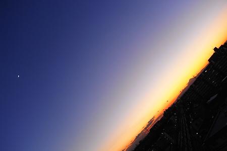 富士山と月と地球