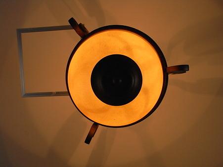 まるい電燈 天井に四角