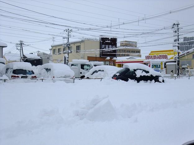 ドカ雪@紫鳥線 2009-12-17 新潟市はなんと積雪28センチを記録!! 右奥には新潟市急患診療センターがみえます。 Exifなし